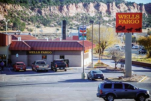Navajo Nation Council Speaker Recognizes Wells Fargo Settlement Team