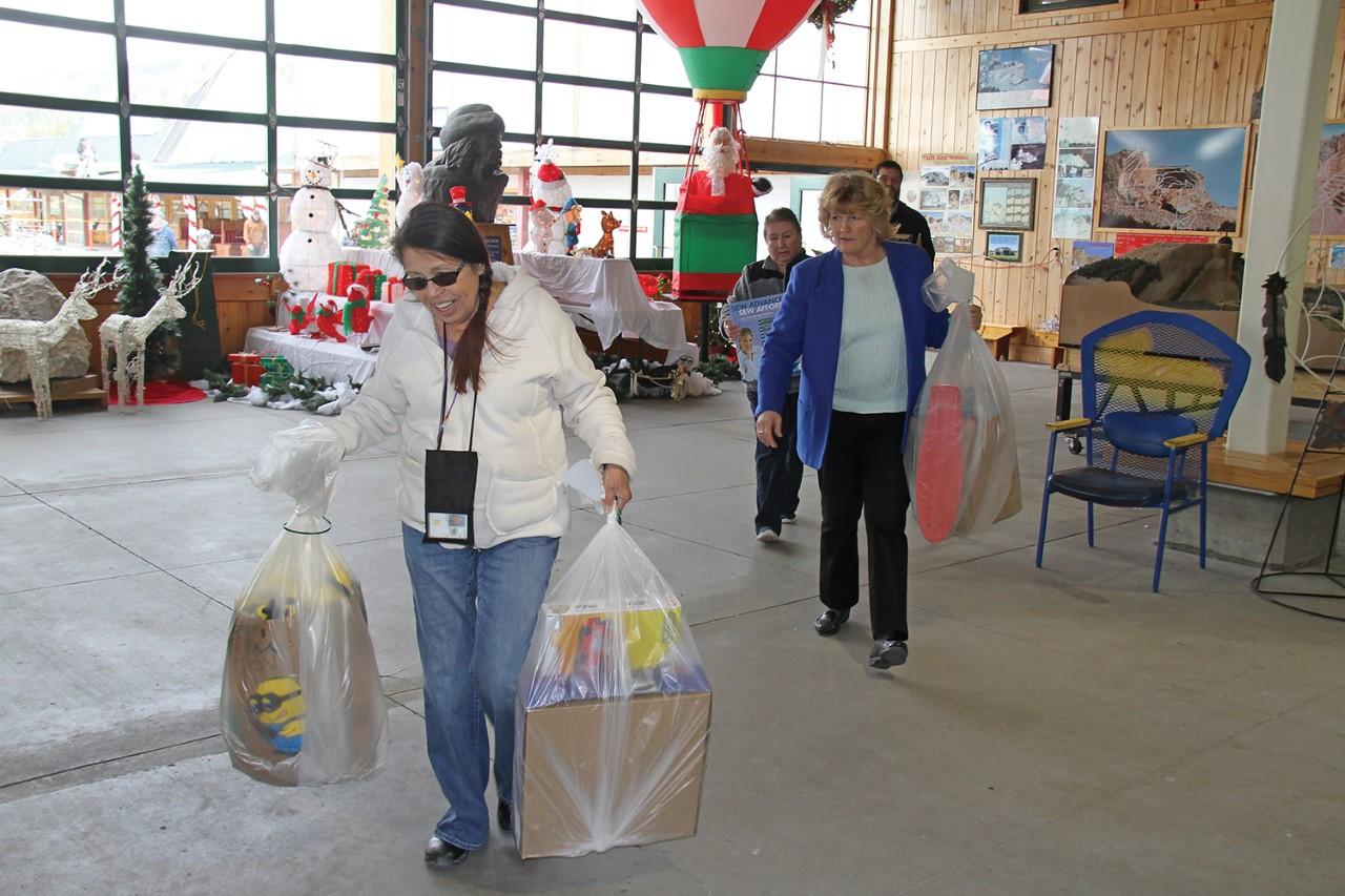 Crazy Horse Memorial Prepares to Bring a Memorable Holidayto South Dakota's Pine Ridge School